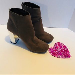 ATMOSPHERE-eye catching anklet boots.
